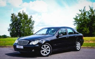 Mercedes C220 2004.gada