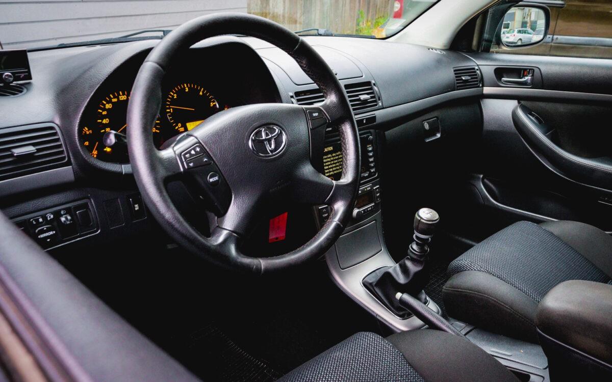 Toyota_Avensis _pirkt_leti_lietoti_auto-2